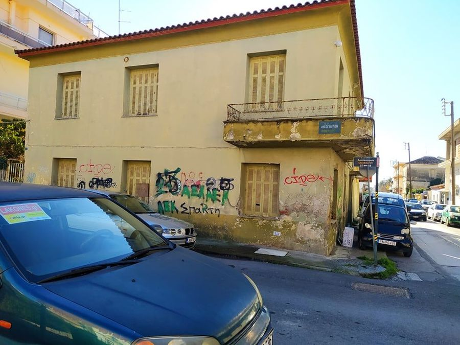 Σπάρτη – Πωλείται γωνιακό οικόπεδο