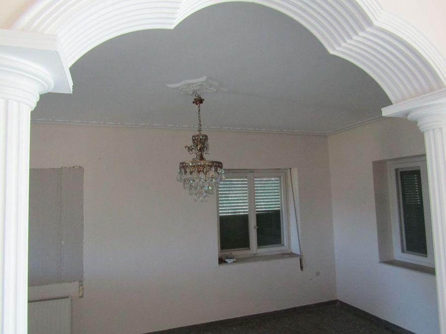 Μεγάλη μονοκατοικία προς πώληση στο Μυστρά
