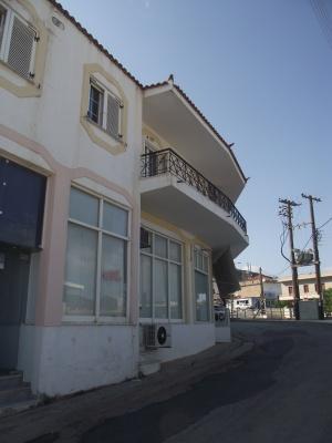 Επαγγελματικό κτήριο προς πώληση στους Μολάους